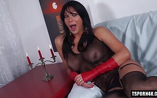 Hot shemale hardcore with cumshot